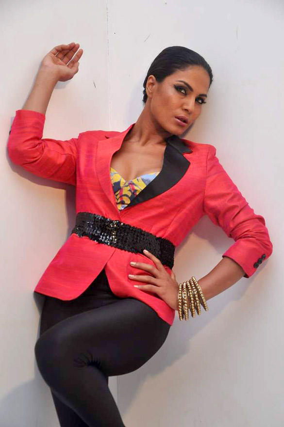 Veena Malik Sexy Pose In Red Blazer and Black Leggings