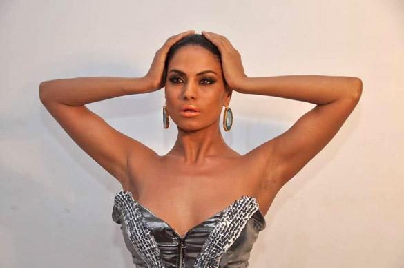 Veena Malik Wet Face Look Photo Shoot