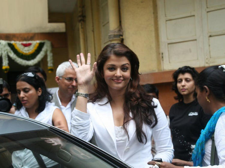Aishwarya Rai Looking Awesome In White Blazer
