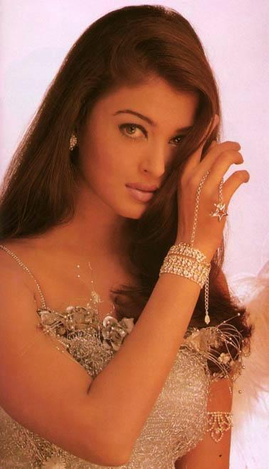 Aishwarya Rai Senseous Look Pic