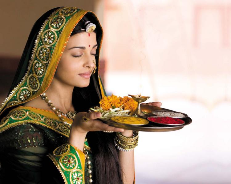 Aishwarya Rai Very Nice Still With Puja Instrument