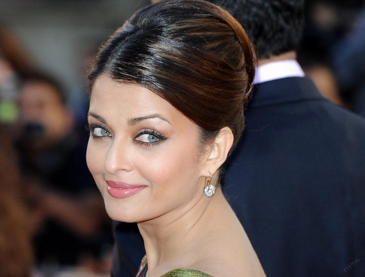 Aishwarya Sexy Eyes Look Still