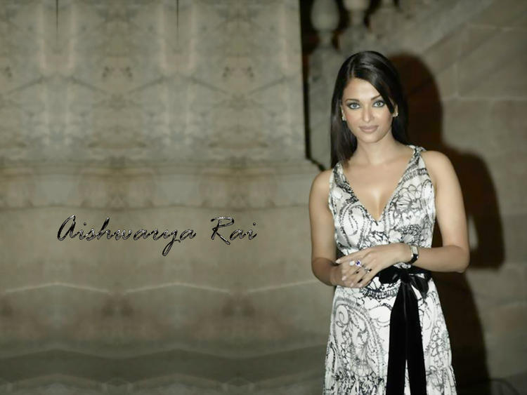 Glam Babe Aishwarya Rai Wallpaper