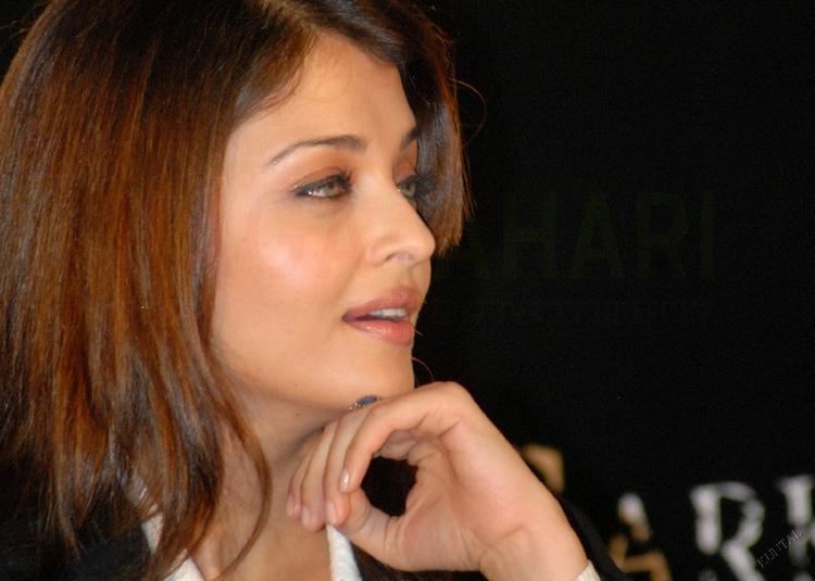 Super Sexy Aishwarya Nice Pic