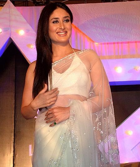 Kareena Kapoor Looks Sexy In Transparent Saree