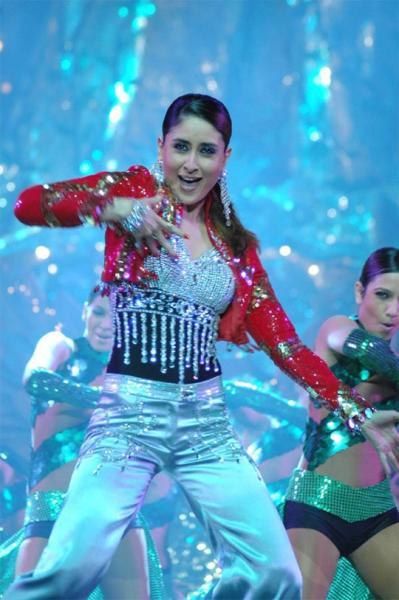 Kareena Kapoor Rocking Performance Still