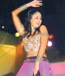 Kareena Kapoor Sexy Performance Still