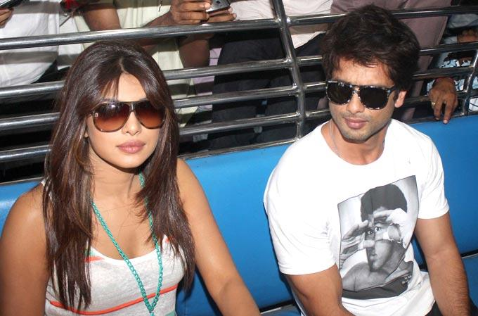 Shahid and Priyanka Promote Teri Meri Kahaani on a Local Train in Mumbai