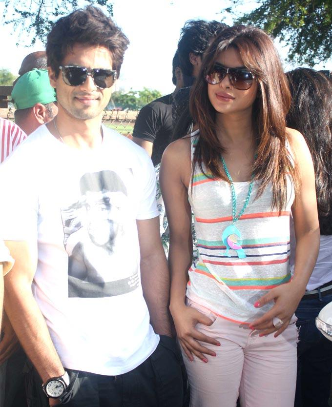 Shahid and Priyanka Take a Train Ride To Promote Teri Meri Kahaani