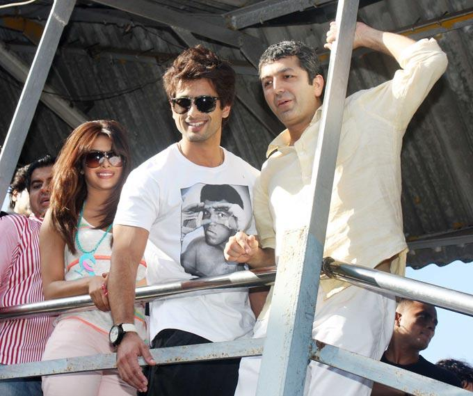 Shahid Kapoor and Priyanka Chopra at Marine Lines station