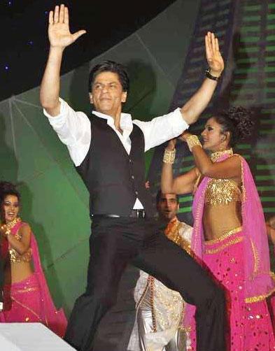 Shahrukh Khan Performs at Umang Police Show 2010