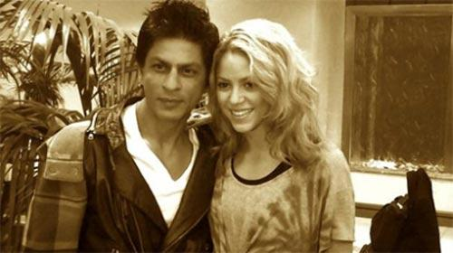 Shahrukh Khan Poses With Shakira