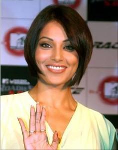 Bipasha Basu In Bob Cut Hair Style Smiling Photo