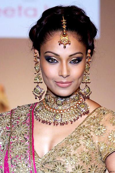 Bipasha Basu Looking So Beautiful On Ramp