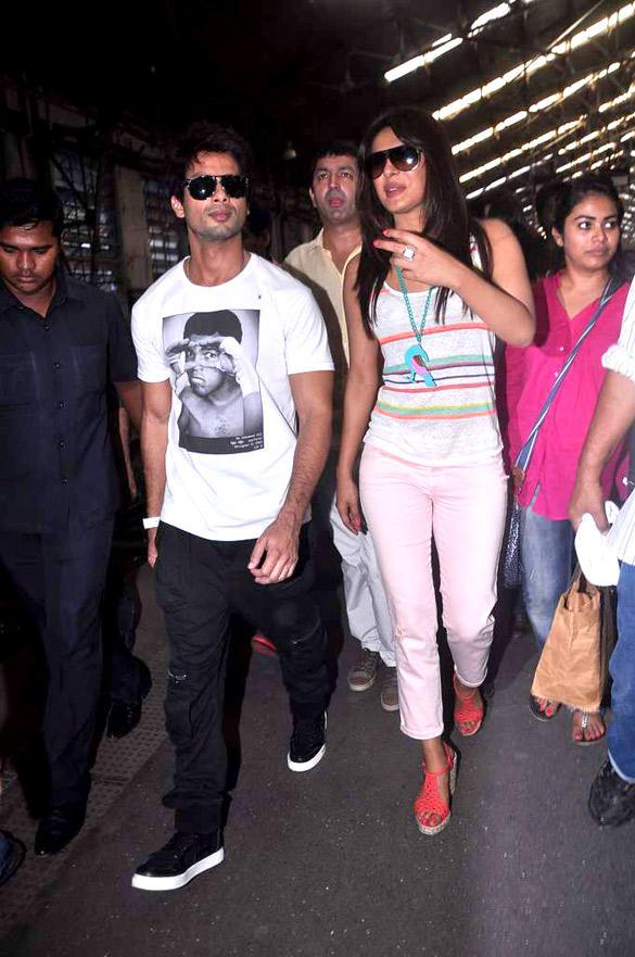 Shahid and Priyanka at Marine Lines Railway Station To Promote Teri Meri Kahaani