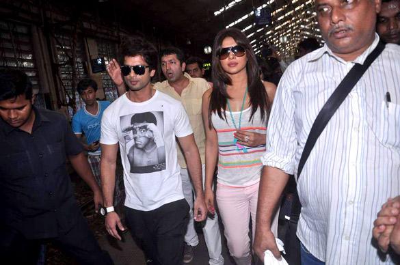 Shahid and Priyanka at Marine Lines Railway Station