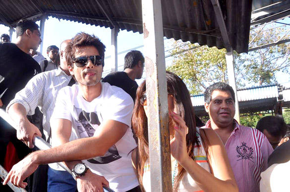 Shahid Kapoor and Priyanka Chopra Board Train From Marine Lines