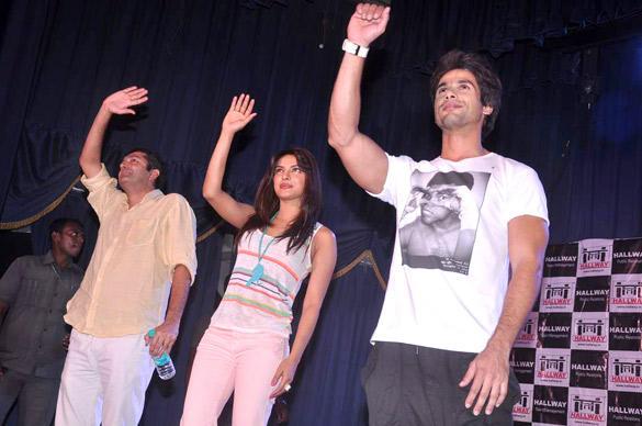 Kunal,Priyanka and Shahid Visit Jai Hind College To Promote Teri Meri Kahaani