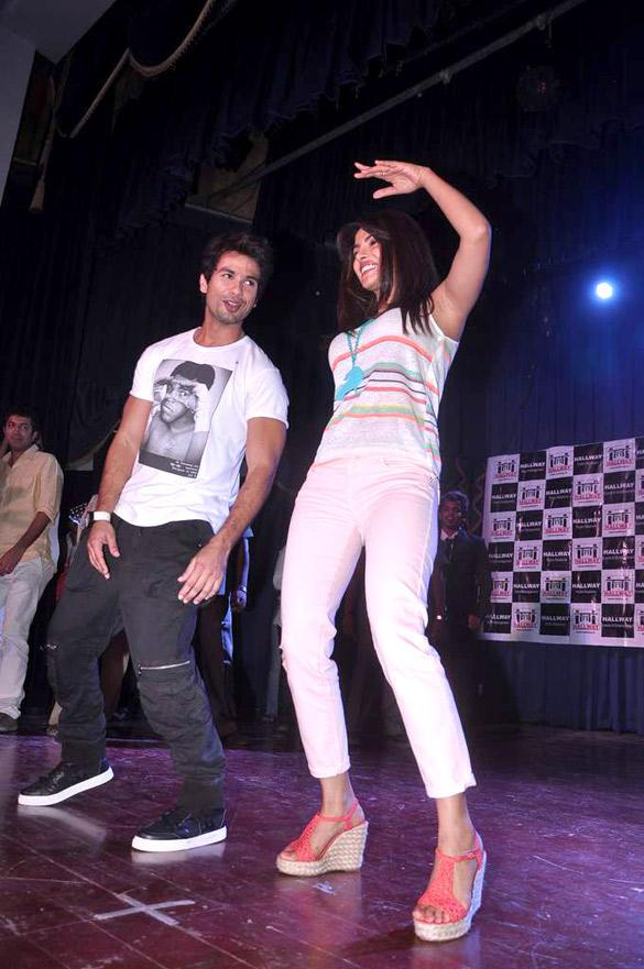 Priyanka and Shahid Dancing Still During The Promotion Of Teri Meri Kahaani at Jai Hind College