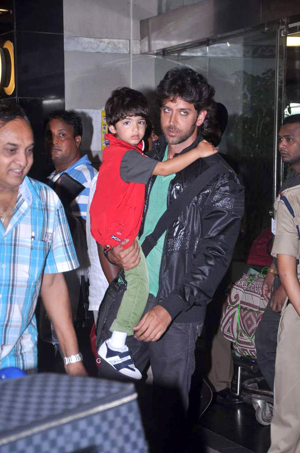 Hrithik Roshan Snapped with the Without Makeup at Airport