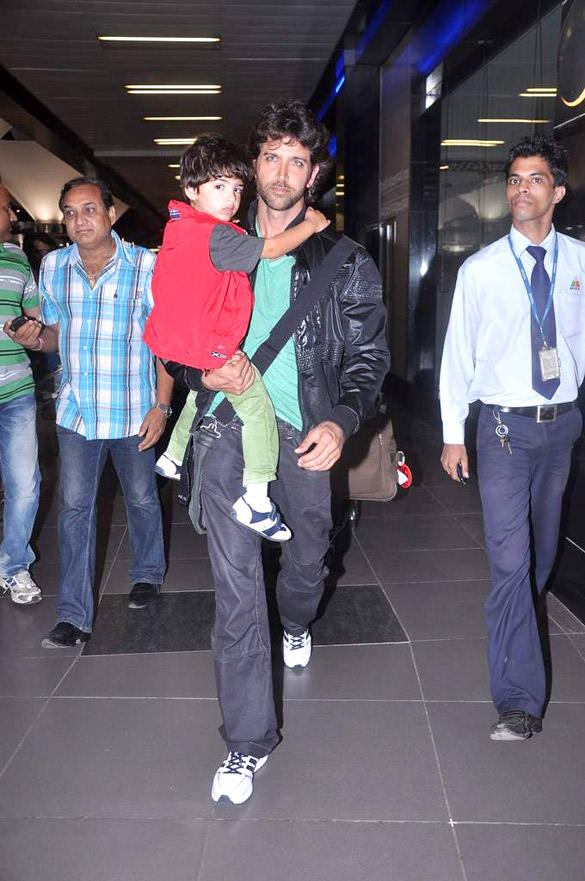 Hrithik With Son Snapped at Mumbai International Airport