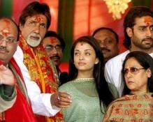 Aishwarya With Family at Temple