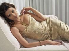 Aishwarya Rai Laying Pose Spicy Photo