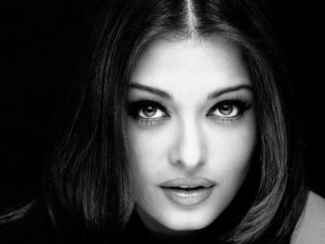 Aishwarya Rai Senseous Face Look Pic