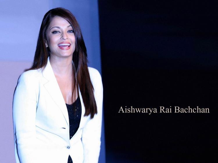 Aishwarya Rai Smiling Wallpaper In White Blazer