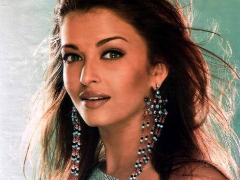 Sexy Icon Aishwarya Rai Look