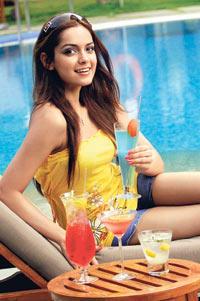 Shazahn Padamsee Cute Pic On Pool Side