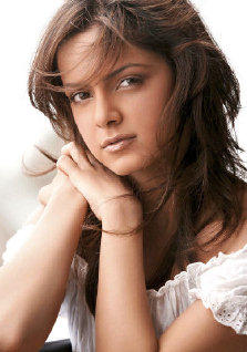 Shazahn Padamsee Romantic Face Look Still