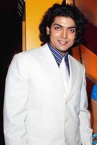 Gurmeet Choudhary Cute Look In White Blazer