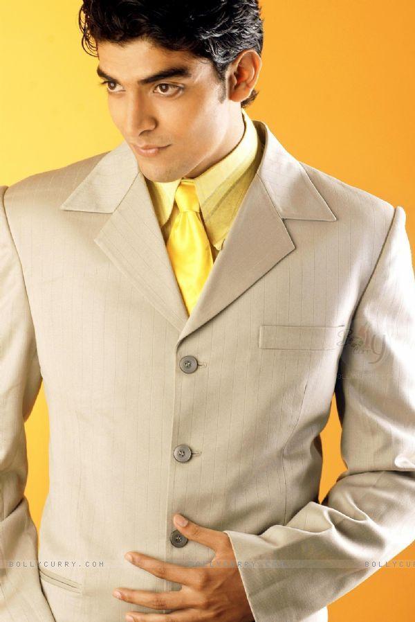 Gurmeet Choudhary Looking Very Handsome
