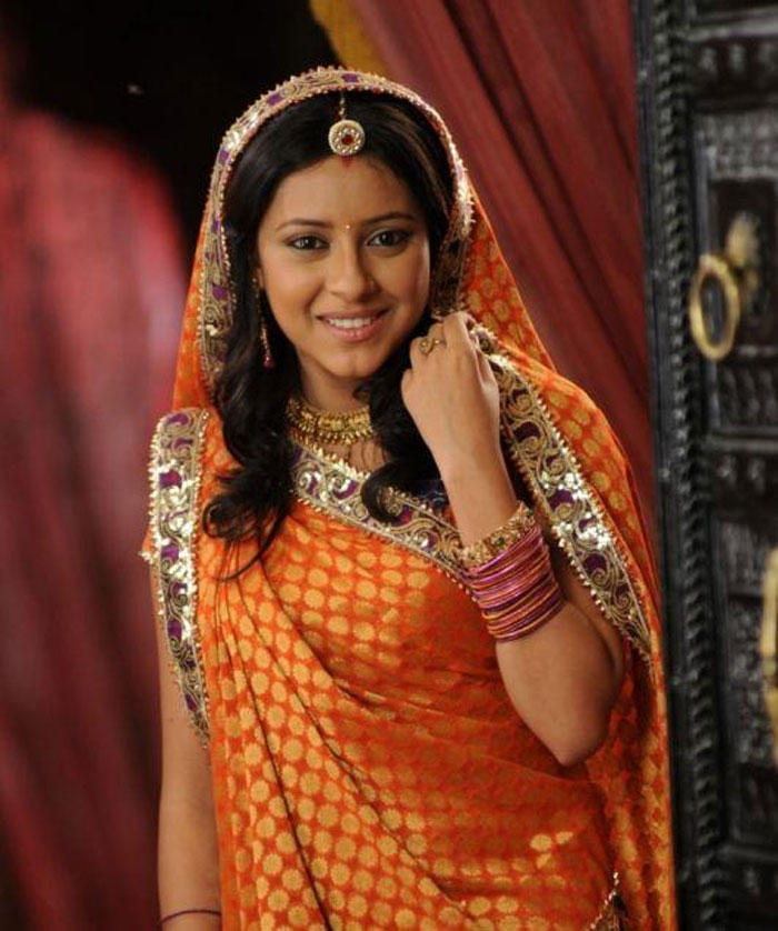 Pratyusha Banerjee  Cute Look In Saree