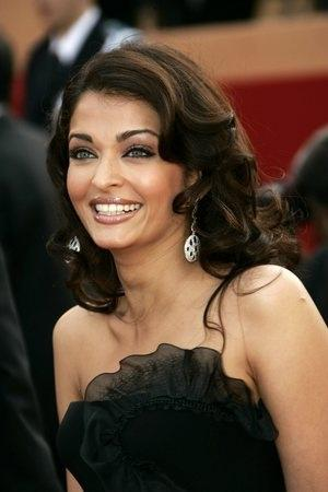 Aishwarya Rai Cute Smiling Pic