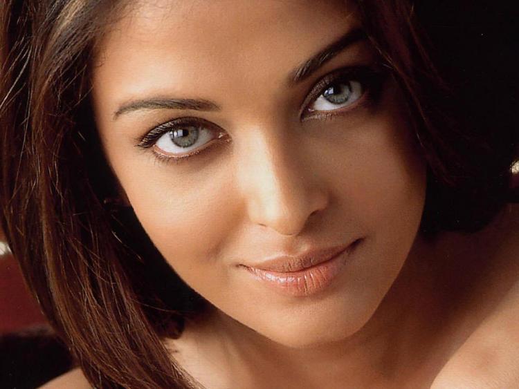 Aishwarya Rai Hot Beautiful Eyes Look Still