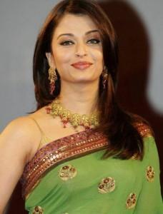 Aishwarya Rai Sweet Smile Pic In Green Saree