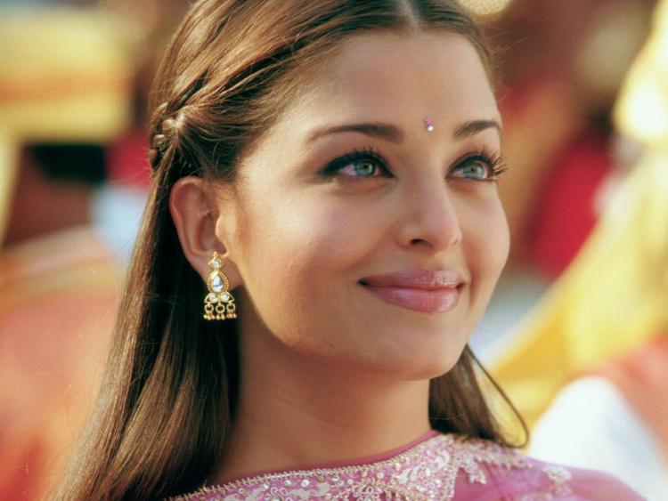 Aishwarya Rai Sweet Smile Pic