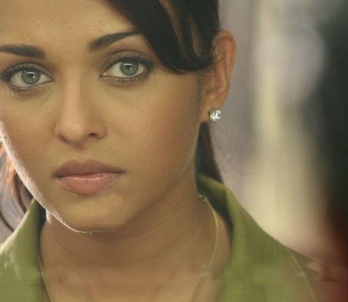 Green Eyed Beauty Aishwarya Rai Cute Photo