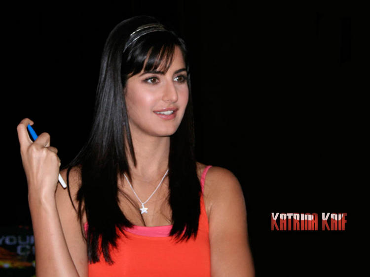 Katrina Kaif Cute Look Wallpaper