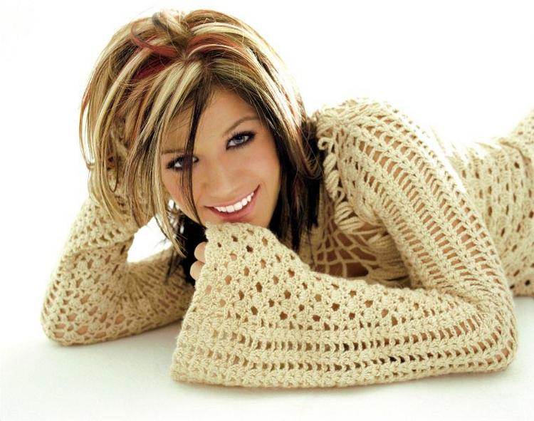 Kelly Clarkson Cute Smile Pic