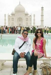 Jermaine and Shilpa Poses In Front of Taj Mahal