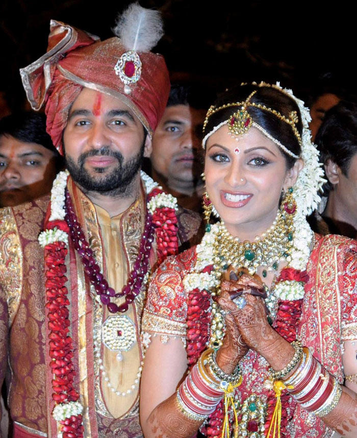 Shilpa Shetty and Raj Sweet Smile Pic