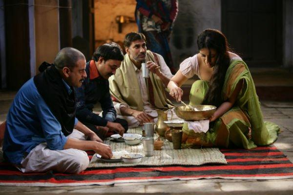 Manoj Bajpai a Still From Gangs of Wasseypur Movie