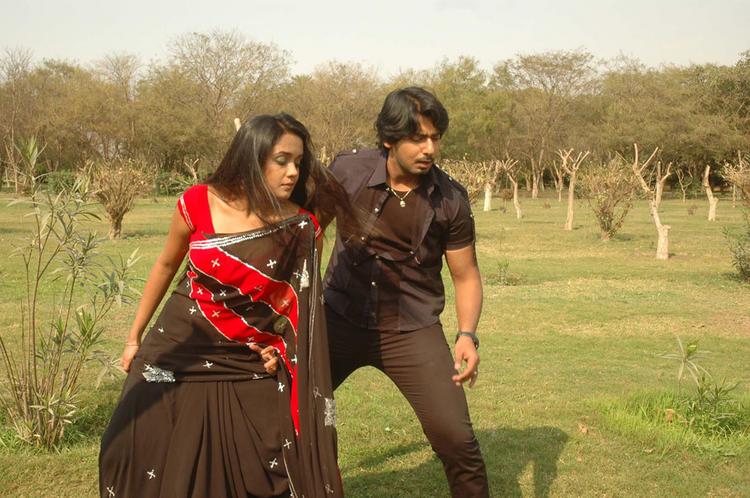 Gokula Krishna Movie Ananya and Prajwal Devaraj Dancing Pic