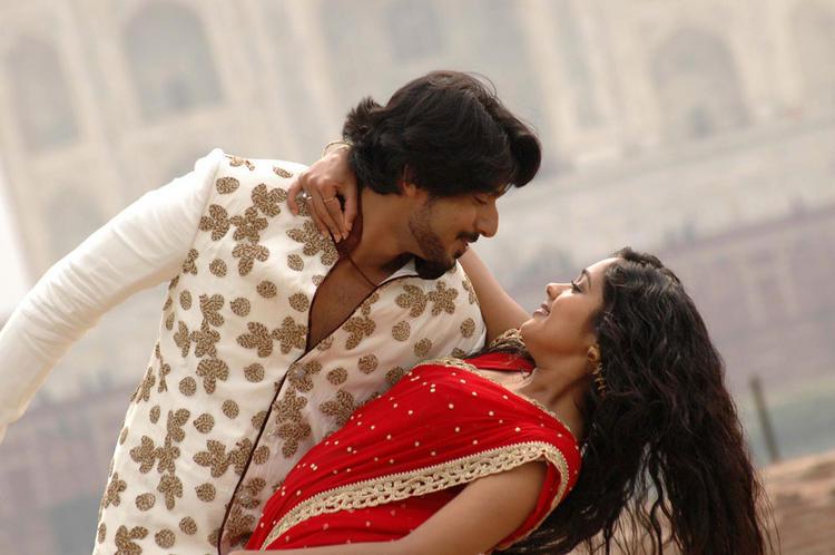 Gokula Krishna Movie Ananya and Prajwal Devaraj On Romantic Mode Photo
