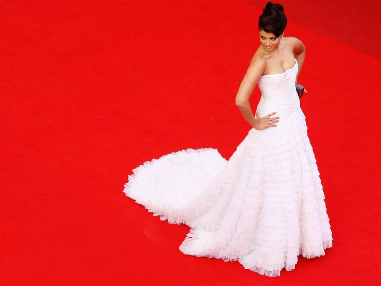 Aishwarya Rai Amazing Gown Pic at Cannes