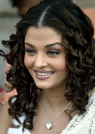 Aishwarya Rai Curly Hair Cute Smile Pic