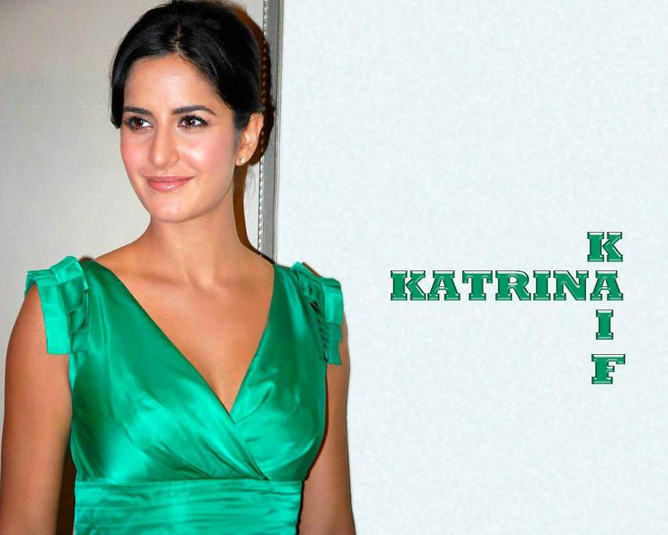 Katrina Kaif In Tight Green Dress Wallpaper